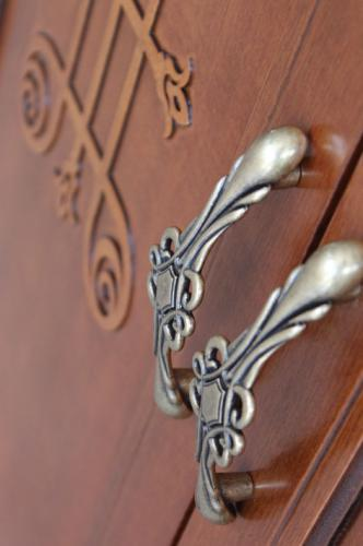 zapatero de madera, mueble zapatero, mueble de pasillo, zapatero con cajón, zapatero clásico, Arteferretto