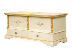 Caja de almacenaje laqueada con diseños florales y dos cajones