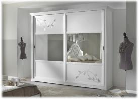 Armario puertas con espejos y decoración floreales