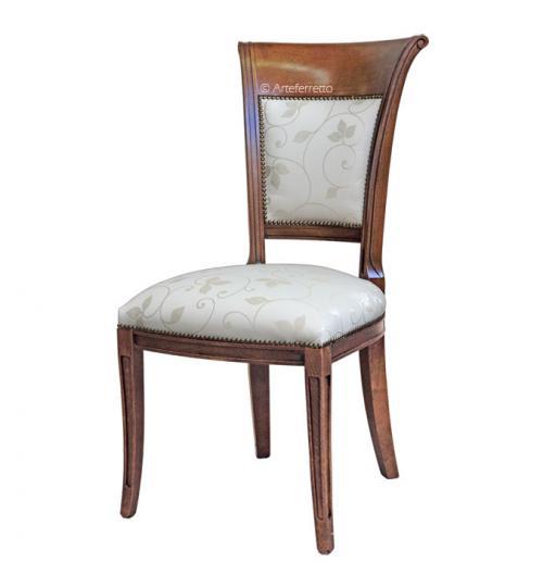 Silla estilo clásico en madera para salon o cocina respaldo y asiento tapizados