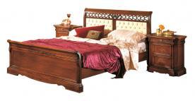 cama matrimonial, cama de madera, cama de estilo clásico, mueble de dormitorio, cama de dormitorio, cama artesanal, cama con cabecero tapizado