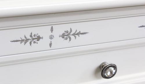 Escritorio en madera estilo clasico con tallas en pata de plata