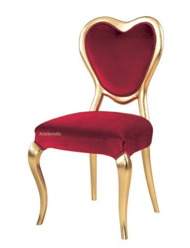 silla dorada de Valentín, silla dorada, silla roja, silla a corazón, silla de madera, silla original, silla de diseño italiano