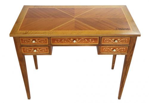 mesa de despacho, mesa de madera por la oficina, escritorio con marqueterias, escritorio estilo clásico, escritorio de madera