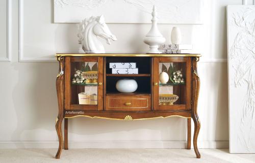 aparador vitrina con decoraciones de pan de oro, mueble vitrina de salón, aparador de comedor, mueble clásico, mueble vitrina artesanal